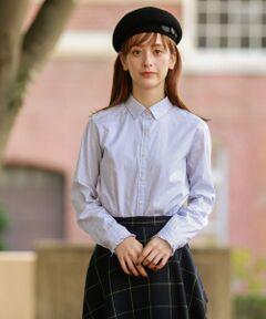 <フェミニンな袖口のフリルが印象的なベーシックシャツ><br /><br />身頃をボックスシルエットにすることで、全体の印象が甘くなりすぎず、程よいデザインの効いた万能なシャツに仕上がっています。ニットベストに合わたり、ジャケットやニットの袖口からフリルを覗かせる着こなしもおすすめです。上品でフェミニンなスタイリングに一役買ってくれるアイテムです。<br>【素材】<br>軽いカレンダー加工と柔軟剤を入れることにより程よいハリコシを残しクリアな表面感が特徴です。仕上げ加工に光沢を与える加工を施しています。<br>※家庭洗濯可能です。<br>※34サイズは一部店舗でのお取扱いになります。<br /><br /><br><br>※この商品はサンプルでの撮影を行っています。<br>実際の商品とイメージ、仕様が異なる場合がございます。<br /><br /><br><br>モデル:173cm B:80cm W:60cm H:89cm 着用サイズ:38サイズ