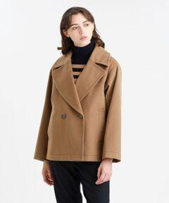 <大きめの衿がポイントのPコートジャケット><br /><br />トレンド感のあるオーバーサイズかつ、女性らしいすっきりとしたシルエットに仕上げました。スカートにもパンツにも合わせやすい絶妙なレングスです。<br><br>【素材】表地には細くしなやかなウールを使用しております。また、最大限薄いボンディングのフィルムを使用することでハリ感を軽減し、裏面にも柔らかいオリジナルカラーのトリコット素材を使用し、柔らかさとふくらみのある3層ボンディング素材を実現しています。<br>※34サイズは一部店舗でのお取扱いになります。<br /><br /><br><br>※この商品はサンプルでの撮影を行っています。<br>実際の商品とイメージ、仕様が異なる場合がございます。<br /><br />モデル:173cm B:78cm W:57cm H:87cm 着用サイズ:38サイズ