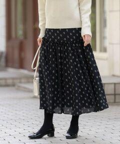 <フェミニンなスノードロップ柄のギャザースカート><br /><br />ヒップライン付近にふんだんに入ったギャザーディテールが印象的なスカートです。ウエスト部分をすっきりさせており、、ボリュームのあるトップスとも相性が良いです。<br><br>【素材】サラリとしたタッチが着心地良く、表面感があるので無地部分にも表情を与えています。透け感を抑えつつ薄すぎない、長いシーズン着用できる肉感です。<br /><br /><br>※家庭洗濯可能です。<br><br>※この商品はサンプルでの撮影を行っています。<br>実際の商品とイメージ、仕様が異なる場合がございます。<br /><br /><br><br>モデル:177cm B:80cm W:60cm H:88cm 着用サイズ:38サイズ