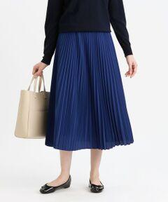 <上品で落ち感のあるプリーツスカート><br /><br />ブルー(25)はマットな質感でありながら上品で抑えめな光沢感のある素材です。暗いカラーのコーディネートになりがちな秋冬物ですが、この1着持っているだけで、差し色として大活躍してくれます。ネイビー(29)・グリーン(70)は小突き柄で、主張しすぎずコーディネートしやすい雰囲気です。<br><br>【素材】ブルー(25):パウダータッチで発色の良いポリエステル糸を使用したデシンで程よいドレープ感があり、滑らかなタッチで着心地の良い素材です。ネイビー(29)・グリーン(70)(プリント柄):薄手のソフトジョーゼットでマッキントッシュフィロソフィーのオリジナル柄・スノーブルーガーデンのモチーフとしても使用されている、ブルーベルにスピンオフしたモチーフのご提案。2配色で幾何柄モチーフのように甘くなりすぎないモダンな花柄を表現しています。<br /><br /><br>※家庭洗濯可能です。<br>※34サイズは一部店舗でのお取扱いになります。<br><br>※この商品はサンプルでの撮影を行っています。<br>実際の商品とイメージ、仕様が異なる場合がございます。<br /><br />モデル:175cm B:79cm W:59cm H:85cm 着用サイズ:38サイズ