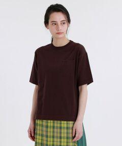 GREY LABEL ポケットニットT<br /><br />ミニマルな印象のニットTシャツ。ボックスシルエットで、リラックス感のある今っぽいデザインです。左胸のポケットがアクセント。裾にスリットが入っているので、インでもアウトでもグッドバランスです。<br /><br />素材は、ソフトな風合い、毛羽が少なく程よい光沢感がある綿糸を使用しています。<br /><br />※水洗い可能<br /><br />マッキントッシュ フィロソフィーのグレーラベルは、男女でシェアできるユニセックスのアウターウェアや、同じ柄を使った男女それぞれのアイテムなど、ユニセックスなムードの軽やかなコレクションです。<br><br>※この商品はサンプルでの撮影を行っています。<br>実際の商品とイメージ、サイズ、品質表示、原産国等が異なる場合がございます。<br /><br /><br><br>モデル:172cm B:72cm W:58cm H:86cm 着用サイズ:2サイズ