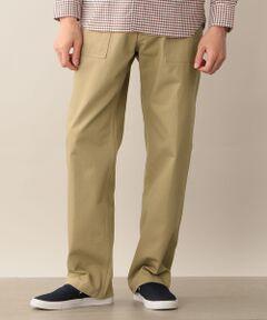 ヴィンテージウェアの雰囲気漂うベイカーパンツ<br /><br />【デザイン】<br />ゆったりとしたサイズ感で、股上が深く、ヒップから裾へかけてゆとりのあるデザインのベイカーパンツ。腰回りに大きな平面的なポケットを持つ、職人(Baker)が穿いていたパンツで、バックポケットにフラップが付いているのも特徴。<br /><br />【素材】<br />しっかりとした肉感のコットンツイル素材。製品ワンウォッシュをかけ、ユーズド感のある雰囲気に仕上げています。<br /><br />モデル(下部ディテール画像):H178 B85 W70 H88 着用サイズ:40