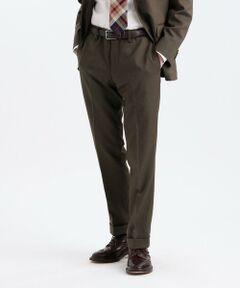 【TROTTER】無地でありながら織り目が特徴的なカルゼ組織のトロッターセットアップトラウザーズ<br /><br />【デザイン】<br />40サイズで裾巾19cmのスリムフィットモデル。すっきりとしたテーパードシルエットです。<br /><br />【素材】<br />斜めの畦(うね)が特徴のカルゼ組織を採用しています。ポリエステルでありながら梳毛ウールに見え、ナチュラルストレッチの効いた着心地が最大のポイントです。特殊なポリエステル加工糸(フィラメント)により、ウール特有の繊細なトップ調(メランジ感)を表現しています。風合いも非常に柔らかく本物のウールのようなタッチに仕上げています。着用期間も長く、春秋冬と3シーズンに渡りお召し頂けます。<br /><br />*同素材のジャケット(品番:H1E27438)の展開もございますので、セットアップとしても着用頂けます。<br /><br />ビジネスマンが出張を快適に過ごすためのアイテムである「トロッター」シリーズ。マッキントッシュ フィロソフィーならではのファンクションへのアプローチを本格志向のものづくりに融合させたコレクションです。<br /><br />※この商品はサンプルでの撮影を行っています。<br />実際の商品とイメージ、サイズ、品質表示、原産国等が異なる場合がございます。<br /><br />モデル(下部ディテール画像):H183 B88 W74 H87.5 着用サイズ:40