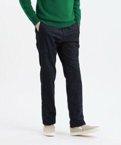 コーディネートの汎用性抜群!別珍ストレッチテーパードスリムパンツ<br /><br />【デザイン】<br />40サイズで裾巾19cmのスリムフィットモデル。フィロソフィーのシャープなアウターと相性の良いすっきりとしたテーパードシルエットです。<br /><br />【素材】<br />ソフトな風合いと暖かみのある起毛が特徴の別珍ストレッチ素材。コーデュロイと並んでトラッドな起毛素材として人気の素材です。着用時の動きに対応したストレッチ性もある為、履き心地も快適です。<br /><br />※この商品はサンプルでの撮影を行っています。<br />実際の商品とイメージ、サイズ、品質表示、原産国等が異なる場合がございます。<br /><br />モデル(下部ディテール画像):H183 B88 W74 H87.5 着用サイズ:40