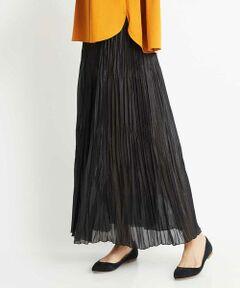 ◆こだわりのプリーツ加工スカート◆<br><br><デザイン><br>サーキュラースカートに手作業でプリーツ加工を施しました。腰回りはすっきりと裾は揺れ感を楽しめるボリュームのあるデザイン。手作業でしか作れないこだわりの美しいプリーツでコーディネートの主役となるスカートです。40サイズは限定店舗展開です。<br><br><素材><br>サーキュラースカート(円形)三段に分けて手でプリーツ加工を施しました。手作業なのでクラフト感のあるスカートです。薄手の合繊素材にチンツ加工を施すことでレザーの様な見え方に仕上げたトレンド感のある素材です。<br><br><着こなしポイント><br>腰回りがすっきりとしたデザインなのでコンパクトなトップスはもちろん、深くスリットの入ったワンピースと合わせても着ぶくれにくいスカートです。