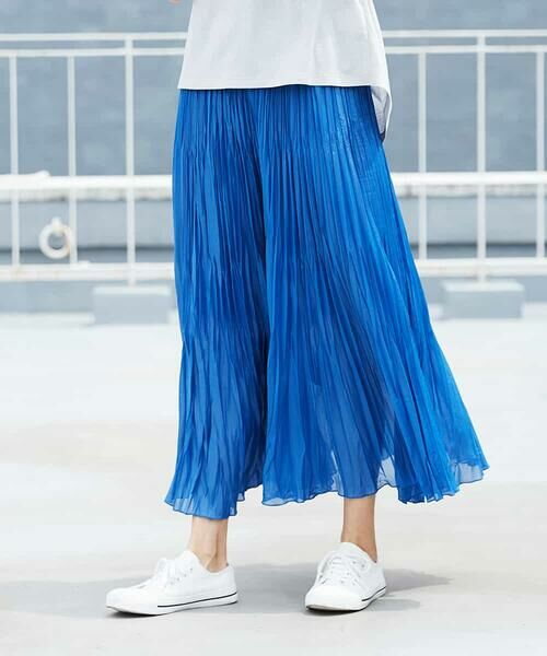 MICHEL KLEIN / ミッシェルクラン ロング・マキシ丈スカート   【洗える】チンツ加工プリーツスカート(ブルー)
