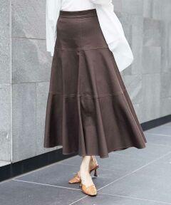 ◆大人カジュアル◆<br><br><デザイン><br>リメイクのデニムスカートを彷彿させるロングスカート。エスカルゴスカートの様な、腰回りはすっきりとしたまま、裾に向かって大胆にフレアー分量を取る事で立体的なシルエットに仕上げたデザインスカートです。太幅番手のステッチを効かせ、大人に似合うデニムスカートを作りました。40サイズは限定店舗展開です。<br><br><素材><br>国産のカツラギ素材です。ポリウレタンブレンドの、非常に快適なストレッチ性、キックバックが特徴です。また特殊な染め方で、生地の表面だけを染色することで、デニムの様な中白の仕上げは、ヴィンテージライクな表情に仕上がっています。<br><br><着こなしポイント>カットソーやタイプライターの様なシンプルなトップスはもちろん、プリントブラウスを合わせた大人カジュアルなスタイリングもおすすめです。<br><br>---------------------------------<br><br>・透け感:なし<br>・布地の厚さ:あつい<br>・裏地:あり<br>・伸縮性:あり<br>・ウエスト:後ろのみゴムあり<br>・ポケット:なし<br><br>-----------------------------<br><br>スタッフおすすめポイント ドレープをたっぷり使ってあるので、カジュアルながら高級感があります。ブラウスあわせでもカットソーあわせでも決まる1枚(星ヶ丘三越)フレアが贅沢な一枚です!デニムではめずらしいカラーがまわりと差をつけられそう!(横浜?島屋店) <br>デニム素材のスカートは夏はカットソーと、秋はニット合わせと長いシーズン対応できて便利です。(千里阪急)<br>今年らしいニュアンスカラーはお洒落かつ合わせやすい。たっぷりのドレープが華やかさを演出します。大人カジュアルスタイリングにオススメです。(そごう広島店)<br>まるでリメイクデニムのようなオシャレなスカートです。大人っぽい3段切り替えのデザインで、裾に向かってフレア分量を取っているのでフレアなのに、ヒップ回りはスッキリです。(大丸梅田店)<br>特殊な染め方でデニムのような仕上げになっています。ヴィンテージライクです。(金沢エムザ)<br>女性らしいシルエットのヴィンテージデニムは夏はカジュアルにロゴTシャツで合わせ、秋はプリントブラウスで合わせ、クラシカルな感じもオススメです。(広島福屋)<br><br>