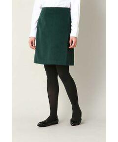 密に織り込んだ温もり感じさせるウールビーバースカート。シンプルをベースにしたラップ巻きのようにカットを施したデザイン。膝上の大人丈に甘さ控えめな秋冬カラーが今年らしく、INやOUTでも大人可愛くコーディネートが組めます。※裏地付き