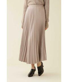 今年らしいニュアンスカラーのラインナップが目を惹くアコーディオンプリーツスカート。ほんのりピーチタッチなサテン地を使用することで、艶が出すぎず過ぎず上品見えを叶えてくれます。レイヤードチュニック[品番:0179270079]と合わせたロング×ロングのスタイリングがおすすめです。裏地付き。