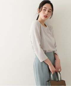 しなやかで程よい張り感と落ち感のあるポリエステル素材を使用したプルオーバーブラウス。縦の切り替えを生かしたきれいなフレアシルエットが特徴です。いつものタイトスカートやパンツと合わせるだけで、女性らしく華やかな印象に。<br/><br/><b>※モデルの着用画像の場合、光の当たり具合により、実際の色味と異なって見えることがございます。色味は、商品単体の画像をご参照ください。</b></font><br/><BR>透け感/ややあり|裏地/なし|光沢/なし|生地の厚さ/薄手|伸縮性/なし|シルエット/スタンダード