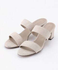 スエード調のダブルスラップがついたキレイめサンダルです。ミュールタイプなので、足を入れるだけで簡単に着脱ができるデザインです。深めの色合いが大人っぽく、5.5cmヒールなので歩きやすく脚もきれいに見せられる絶妙なバランスに仕上がっています。※ 画像はサンプルを使用している為、実際にお届けする商品と仕様やサイズが異なる場合がございます。