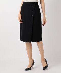 ■デザイン■巻きスカート見えのボタンディティールがついたタイトスカートです。ウエストの後ろ部分にはゴムを入れているので締め付けが少なく、穿き込みの深さもお好みで調節いただけます。巻きスカート風の斜めに入った前立てがひざ回りまでカバーしてくれる一枚です。■素材■梳毛見えのするさらっとしたポリエステル100%素材のキレイめスカートです。適度なふくらみとコシが特徴で、仕立てのよさを感じられる一枚です。ほんのりとナチュラルストレッチが効いていて、ざらつきのないマットな表情が上品さと柔らかな女性らしさを演出してくれます。ポリエステルを使用しているのでシワになりにくく、ご自宅で手洗いしていただけるイージーケアアイテムです。