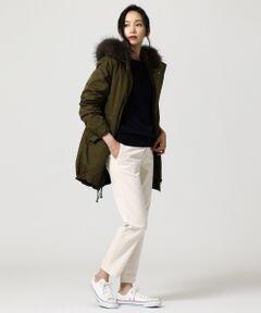 2018AW<br />LIMONTA社のノウハウをそのまま生かした、『LIMONTA east』のぬくもりある素材感を使用。<br />3WAY以上の着方が楽しめる万能コート<br /><br />■デザイン<br />カジュアルすぎない上品さを持つミリタリーモッズコートです。取り外しのきくライナーダウンやフードのおかげで、秋~真冬まで活躍します。ホワイトラクーンを使用しオリーブカラーにはアイボリー、ブラックにはシルバーグレーのファーを付けることでエレガントな雰囲気を持たせました。また、適度なツヤ感が高級感を演出してくれるので、キレイ目なスタイリングにもはまります。ライナーのステッチは、傾斜をつけてすっきり見えるように工夫しました。ハリ感と肉感があるため、ライナーを外していただいてもしっかりと着映えします。程よく長いレングスなのでパンツとのスタイリングはもちろん、ウエストを絞ってスカートやニットワンピースとのスタイリングもおすすめです。<br /><br />■素材<br />イタリアLIMONTA社のノウハウを生かした、『LIMONTA east』素材を使用したダウンコートです。伸縮性に優れたポリエステルを使用することで、目が詰まった緻密なツイル組織は、程よい光沢があり高級感のある表情を生み出しています。その重厚な表面感とは裏腹に、膨らみのある糸を使用することにより、軽さも持ち合わせた素材です。<br /><br />※画像はサンプルを使用している為、実際にお届けする商品と仕様やサイズが異なる場合がございます。