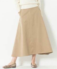 スタイリングに動きを与えてくれる、フレアミディスカート<br /><br />■デザイン<br />ミディ丈のフレアスカートです。ウエストからヒップにかけてはゆとりのあるストレート、ヒップから裾にかけてフレアとなっている、シルエットに変化をつけたスカートです。裾に太めの見返しをつけることで重さを出し、きれいなフレアラインをつくりだしています。生地に厚みがありながらも柔らかさがあるので、スタイリングに動きを出してくれます。寒い時期から活躍するしっかりとした肉感の一枚です。バルキーニットやパーカーなどコンパクトなトップスとの相性が抜群です。<br /><br />■素材<br />光沢が豊かで、やわらかくしなやか、張りがあってシワになりにくく、仕立ても手の込んだウエポンとよばれるチノ素材です。肌触りの良いソフトなコーマ糸を双糸にすることで、柔らかく、毛羽立ちがしにくい素材となっております。また双糸なので、単糸に比べると強度もあり 洗うことで膨らみもでます。タテ糸の原料は、別注でオーストラリアコットンのアンディーという銘柄の長綿を使用しています。ニューヨーク州ウエストポイントのアメリカ陸軍士官学校の制服に使用されていた規格をベースに、横糸をポリエステルにした規格です。<br /><br />▼同素材シリーズ<br />ワイドパンツ( 品番:PRWOKS0116)<br /><br />※画像はサンプルを使用している為、実際にお届けする商品と仕様やサイズが異なる場合がございます。