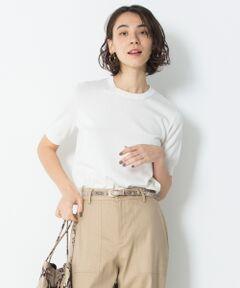 """2019SS<br />23区マガジン""""MY STANDARD(マイスタンダード)"""" P63,72掲載<br /><br />アンサンブル対応。柔らかなシルキータッチが魅力のこだわり素材のクルーネックニット<br /><br />■デザイン<br />ベーシックなクルーネックの半袖プルオーバーです。暖かくなれば一枚着としてはもちろん、ジャケットインでもアンサンブルとしても使える汎用性のあるアイテムです。衿をシングルリブにして、スッキリとしたデザインにしています。<br /><br />■素材<br />イタリア・Filmar社のエジプト超長綿100%を使用。エジプトコットンと呼ばれる綿は、ナイル川流域に沿って南北にのびた地域にて、綿花種子からエジプト政府の徹底管理のもと栽培されることでしっかりと高品質が守られています。中でも今回使用するのは、肥沃なナイル川デルタ地帯での海水と淡水とが混ざり合い、土壌が変異することで偶然の産物として収穫される古代エジプト超長綿です。こちらは、とても繊度が細く柔らかい上に、他の綿とは異なる独特のシルキー調の風合いがとても贅沢な希少価値の高い素材となっています。<br /><br />▼アンサンブル・同シリーズ<br />カーディガン(品番:KRWOKM0303)<br />Vネックニット(品番:KRWOKM0305)<br />※画像はサンプルを使用している為、実際にお届けする商品と仕様やサイズが異なる場合がございます。"""