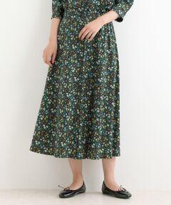 【大人の女性に向けたデザインバランスのリバティスカート】<br><br>1991年春夏コレクションの為1988年に描かれた、<br>デイジー、ブルーベル、ナデシコの可愛らしい花柄<br>「Maria」と、2017年秋冬コレクションで発表された、<br>葉をバックに見事に熟した木の実が豊かな秋の色合いを<br>醸し出す「Winter  Berry」のリバティプリントを使用した<br>ブラウス。<br><br>フレアーシルエットで、サイドの釦が歩くたびに存在感を<br>放ちます。<br>シンプルなトップスを合わせるだけで決まるので、<br>デイリー使いにおすすめ。<br>手洗い可 ドライクリーニング不可 陰干し