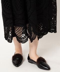 【柔らかいスエード素材が肌に馴染むヒールシューズ】<br><br>・Lexx Moda<br>2001年にSanjo IONG氏によって設立された<br>イギリスのシューズブランド。<br><br>ユニークかつエレガントさを失わない靴作りを<br>提案し、デザインのみならずイタリアの皮を<br>使用する等、品質もこだわりを持ったアイテムを<br>展開しています。<br><br>柔らかな風合いにこだわり、フェイクレザーながらも<br>本革のような素材感で軽くて歩きやすいのが嬉しい<br>ファー付きシューズ。<br><br>毛足短めのファーがトレンド感があり、取り入れる<br>だけで今年らしさを演出してくれます。<br>シンプルなコーディネイトのワンポイントとして<br>ぜひ取り入れてみてください。<br>*インポート製品の特性上、キズ・汚れ・色ムラが見られる場合がありますのでご了承下さい。
