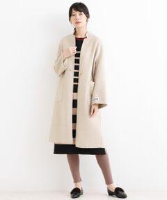 【リバーシブルで着られる万能ロングコート】<br><br>昨年大好評だった、リバー仕立てで表裏<br>どちらも着られるリバーシブルデザインの<br>コートが、今年らしくブラッシュアップ!<br>素材、色、細かいデザインによりこだわって<br>仕上げました。<br><br>程よいコクーンシルエットはバックスタイルが<br>女性らしい印象で、ルーズにバサッと羽織る<br>だけでもニュアンスのある着こなしが叶います。<br><br>表裏でカラーを変えたリバーシブルなので、<br>スカートやパンツ、インナーに合わせて<br>着こなし方を変化させられる万能コートです。<br><br>同じデザインで無地×チェックもございます。<br>MFG9510014 リバーロングリバーシブルコート<br>洗い不可 ドライクリーニング可<br>*摩擦や水濡れによる色落ち・色移りにご注意下さい。<br>*素材の特性上、毛羽立ち・ピリング(毛玉)が生じますのでご注意下さい。