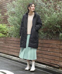 【トラディショナルな雰囲気漂うプリーツスカート】<br><br>Made in JAPANのスエードを使用した<br>プリーツスカート。<br>柔らかい風合いと、綺麗なカラーは日本製<br>ならではのクオリティです。<br><br>少し贅沢でトラディショナルな雰囲気漂う<br>プリーツスカートは今までありそうでなかった<br>1枚。<br><br>ウエストは内紐の入ったイージーで、<br>少し厚手のトップスのインする季節にも<br>サイズ調節が可能な仕様です。<br><br>コートから見える優しいカラーは着こなしに<br>華を咲かせます。<br>同系色のニットと合わせたグラデーション<br>コーディネートや柄物アイテムとの<br>華やかなコーディネートがおすすめ。<br>洗い不可 ドライクリーニング可<br>*摩擦や水濡れによる色落ち・色移りにご注意下さい。<br>*プリーツ加工は永久的なものではありませんので、お取扱いにご注意下さい。