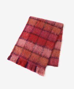"""【モヘア混の柔らかなチェック柄マフラー】<br><br>1946年にフランスで設立されたニット<br>メーカーの""""Guillaumond(ギヨモン)""""は<br>帽子、グローブなどを得意とする織製品が<br>充実しているブランド。<br><br>フランスらしいカラーリングと、カシミヤに<br>負けない肌触りを目指した高品質なアクリル<br>素材が特徴。<br><br>カラーの組み合わせが綺麗なチェック柄は<br>重たくなりがちな冬のスタイルに華やかさを<br>プラスしてくれます。<br><br>寒さから守ってくれる実用性はもちろん、<br>ファッションの一部としても魅力的な<br>マフラーは、一枚は持っておきたい<br>おすすめのアイテムです。<br>洗い不可 ドライクリーニング可<br>*摩擦や水濡れによる色落ち・色移りにご注意下さい。<br>*インポート製品の特性上、一点一点について若干風合い・サイズが異なりますがご了承下さい。"""