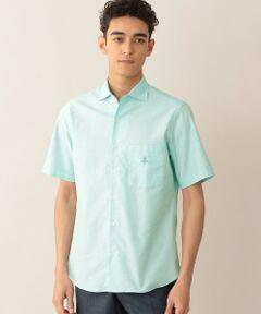 <br /><br />2020SS item Available (カジュアルシャツ/スポーツシャツ)<br /><br />薄く軽量、綿100%のレノクロス(からみ織り生地)を使用した、見た目も着心地も涼やかなショートスリーブシャツ。<br />襟ボタンを外すとイタリアンカラー(ワンピースカラー)になり、襟ボタンを留めるとタイドアップも出来るデザインの半袖シャツです。<br />左胸にはワンポイント、ブランドアイコン「MOF(MAN ON THE FENCE/マン・オン・ザ・フェンス)」。<br />身ごろは背ダーツは無く、スタンダードフィットで上着無しでもスマートに着こなせるシルエットです。<br />袖はスマートさを意識したラインにしています。裾ラインサイドのガゼットも細かいディテールではあるが仕立ての良さの演出になっている。<br />襟ボタンを外した時の開きと立体感が最大のポイントです。<br /><br /><br /><素材><br />メッシュのような程よい目の粗さで通気と清涼感のある絡み織り(からみ織り)のサマーシャツ生地。夏の定番として活躍すること間違いなし。<br />カラーからも清涼感を醸すように、ミントやブルーの爽やかな色をラインナップしています。<br /><br />モデル(下部ディテール画像):H183 C85 W73 H90 着用サイズ:L