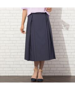<b>◆大きいサイズ◆<br><font color='#ff3366'>■立体的なフォルムで女らしさを演出する、プリーツスカート■</font></b><br><br>程よいハリ感のある薄手素材で作った、フォルムの美しさがポイントのスカート。<br>前後のプリーツが動いたときに広がり、変化する表情が魅力です。<br>ウエスト脇~後ろまではゴム入りで、きちんと感があるのにとっても楽な履き心地です。<br>ウエスト内側に着いた2箇所のボタンで、サイズ感を調節できるデザインです。<br><br><b><font color='#ff3366'>■コーディネート</font></b><br>ブラウスを合わせてオフィスにはもちろん、ちょっとしたお出かけにも対応してくれます。<br>ゆるニットやTシャツを合わせればカジュアルにも。<br>合わせるトップスで様々なシーンに対応できる一枚です。<br>スタンドカラーやボウタイブラウスを合わせた、クラシカルな雰囲気も今年らしくてオススメです。<br>同素材のコート[品番:56071002]もございます。<br>[モデル身長:173センチ]<br><br><b><font color='#ff3366'>■商品特性■</font></b><br>透け感: なし<br>生地感: やや薄手<br>伸縮性: ややあり<br>光沢感: なし<br><br>ウエスト: 脇~後ろゴム(ファスナー開き無し)<br>裏  地: あり<br>L-LLサイズ程度のフリーサイズです<br><br><b><font color='#ff3366'>■洗濯表示■</font></b><br>ドライ=取り扱いについては、商品についている洗濯表示でご確認ください。<br><br><b><font color='#ff3366'>■PISANO BrandConcept■</font></b><br>トレンドに敏感でありながら、柔らかく優美なデザインで'かしこまりすぎず、飾りすぎない'どこか余裕のある大人の女性らしさを追い求めるブランドです。<br>◆Lサイズ/LLサイズ(13~17)号展開<br>◆3Lサイズ(19~21号)は一部商品限定展開<br><br>※モデル画像はサンプルを使用している為、実際にお届けする商品と仕様が若干異なる場合がございます。<BR>