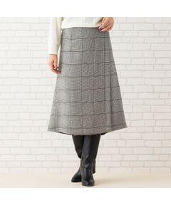 <b>◆大きいサイズ/L・LL◆<br><font color='#ff3366'>■リバーシブルのデザインで、気分に合わせて雰囲気を楽しめる!■</font></b><br><br>チェックと無地で2倍楽しめる、リバーシブルスカート。<br>上品なチェック柄で裏からチラリと見える配色もオシャレ。<br>腰回りはスッキリとさせ、裾に向かってフレアを入れた、こだわりの美シルエットデザインです。<br><br>・落ち着いたミモレ丈で大人スタイルにぴったり<br>・スナップ位置を変えることでサイズ感を調節できます<br>・巻きスカートデザインですが、重なりを深くしているので脚が見えすぎないのがうれしい<br><br><b><font color='#ff3366'>■コーディネート</font></b><br>スッキリとしたシルエットで合わせるトップスを選ばず、幅広いスタイルを楽しめます。<br>ブラウスと合わせて着こなせば、オフィスシーンにも映えるコーデに。<br>もちろんニットと合わせれば休日スタイルにも最適です。<br>ブーツを合わせてもバランス良く着ていただけます。<br><br>※グレンチェック×黒、ブラックウォッチ×ダークブルーの2色展開。<br>(ブラックウォッチとは=ネイビーと紺のタータンチェック柄)<br><br><b>【コーディネートアイテム】</b><br>ショートジャケット[品番:56106008]<br>ケーブル編みプルオーバー[品番:56126007]<br>タートルネックニット[品番:56136006]<br>[モデル身長173センチ]<br><br><b><font color='#ff3366'>■商品特性■</font></b><br>生地感: やや厚手<br>伸縮性: あり<br>透け感: なし<br>光沢感: なし<br><br>ウエスト: 巻きスカート(クルミスナップ留め)<br>裏 地 : なし<br>リバーシブル<br><br><b><font color='#ff3366'>■洗濯■</font></b><br>ドライ=取り扱いについては商品についている洗濯表示でご確認ください<br><br><b><font color='#ff3366'>■PISANO BrandConcept■</font></b><br>トレンドに敏感でありながら、柔らかく優美なデザインで'かしこまりすぎず、飾りすぎない'どこか余裕のある大人の女性らしさを追い求めるブランドです。<br>◆Lサイズ/LLサイズ(13~17)号展開<br>◆3Lサイズ(19~21号)は一部商品限定展開<br><br>※モデル画像はサンプルを使用している為、実際にお届けする商品と仕様が若干異なる場合がございます。<BR>