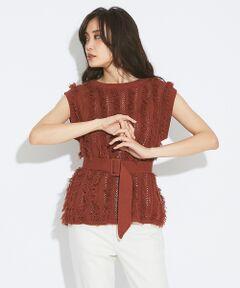 フリンジがたっぷり付いた、存在感のあるニットプルオーバー。<br>ノースリーブなのでボリュームがで過ぎず、シンプルなボトムに合わせるだけでワンランク上の着こなしが叶います。<br>付属のベルトでウエストを絞れば、メリハリのある女性らしいシルエットに。<br>コットン素材を使用し、汗ばむ夏にも着心地◎なトレンドニットです。<br><br>model:H170 B81 W59 H86  着用サイズ:FREE<BR>