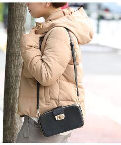 <b>お出かけに最適!たっぷり入るお財布バッグが登場!新色ピンクレッドとベージュが仲間入り♪</b></br></br>取り外しできるカードケース付でお財布代わりになる万能バッグ。<br>ミニ財布と携帯とコスメなどゆったり入る幅なのでこのバッグがあれば荷物が少なくお出かけできます。<br>ショルダーにもクラッチ風にももてて色んな場面で活躍間違いなしです。<br><br>※画像の商品はサンプルです。<br> 実際の商品と仕様、加工、サイズが若干異なる場合がございます。<br><br>ROPE'の商品は、ROPE'実店舗のみの取り扱いになります。<br>また、ROPE' mademoiselle の商品は、ROPE' mademoiselle実店舗のみの取り扱いになります。<br>