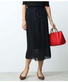 <b>サイドプリーツが印象的。透け感が軽やかなフェミニンスカート。</b></br></br>柔らかく上品なシフォン素材を使用したサイドプリーツスカート。<br>サイドに施したプリーツは歩くたびに揺れてエレガントな印象をプラスします。<br>ウエストはドローストリングのゴム仕様で履き心地も抜群。上品なのに楽ちんに履けるのが嬉しいポイントです。<br>長めの着丈も、膝までの裏地とのバランスで裾が程よく透けて軽やか。小柄な方でも重たくならずに着こなせます。<br>落ち着いたカラーでコーディネートをぐっと秋らしくしてくれるアイテムです。<br><br>ROPE'の商品は、ROPE'実店舗のみの取り扱いになります。<br>また、ROPE' mademoiselle の商品は、ROPE' mademoiselle実店舗のみの取り扱いになります。</br></br>石油系ドライクリーニング・ア漂白、タンブル乾燥、アイロン禁止