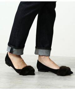 <b>フェイクファーが可愛い秋冬おすすめの1足。</b></br></br>すっきりときれいなシルエットが魅力のポインテッドフラットパンプス。<br>アッパー部分にフェイクファーをあしらいふわふわと暖かみのあるデザインが可愛い1足です。<br>履き心地もよく、フラットシューズなので?長時間履いても疲れにくいのが嬉しポイント◎<br>足元を美しく見せてくれる、秋冬スタイルのアクセントにおすすめのアイテムです。<br><br>ROPE'の商品は、ROPE'実店舗のみの取り扱いになります。<br>また、ROPE' mademoiselle の商品は、ROPE' mademoiselle実店舗のみの取り扱いになります。