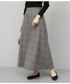<b>今年らしいチェック柄が印象的な一押しマキシスカート。</b></br></br>起毛感のあるウール調の素材で仕上げたこれからの季節にぴったりなマキシスカート。イエロー×ブラウン系とレッド×ブラウン系の2色のチェック柄がコーディネートをぐっと今年らしく演出してくれます。<br>すっきりとしたウエスト周りにゴールドのファスナーがアクセントに。トップスをインしても大人っぽく着こなせます。裾に向かって広がるフレアシルエットが女性らしい華やかさを引き立て、マキシ丈でも重くならずに軽やかに見せてくれるのでコーディネートにも取り入れやすくなっています。<br>カラートップスを合わせて秋冬スタイルを楽しんだり、ゆったりめのニットやスウェットでラフな着こなしにもおすすめです。<br><br>ROPE'の商品は、ROPE'実店舗のみの取り扱いになります。<br>また、ROPE' mademoiselle の商品は、ROPE' mademoiselle実店舗のみの取り扱いになります。</br></br>洗濯機(極弱)・漂白、タンブル乾燥禁止