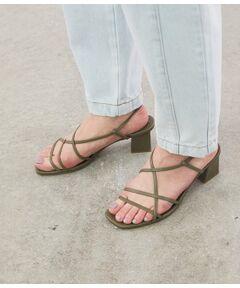 <b>今シーズンらしい細ひもデザインの大人サンダル</b></br></br>靴下合わせも素敵な細ひもサンダル。<br>甲を深く止め、足の指をしっかりつかまえるような設計にしているので、履き心地抜群の1足に!<br>バックル部分をゴム仕様にして、足になじみやすく仕上げています。<br>ヒールの形状を構築的なスクエアにすることで、今シーズンらしいリラックスしたムードに。<br>春夏のコーデに、抜け感をプラスしてくれるアイテムです。<br><br>※画像の商品はサンプルです。 実際の商品と仕様、加工、サイズが若干異なる場合がございます。<br><br>※室外で撮影している画像は、光の影響で色味が若干異なって見える場合がございます。<br><br>ROPE'の商品は、ROPE'実店舗のみの取り扱いになります。<br>また、ROPE' mademoiselle の商品は、ROPE' mademoiselle実店舗のみの取り扱いになります。