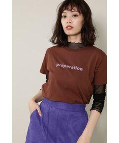 定番のベーシックなロゴプリントTシャツ<br/>・シンプルなプリントTシャツ<br/>・バレエの名作のタイトルをプリントしたバックデザイン<br/>・ベーシックなシルエット<br/><br/><br/>【スタッフレビュー】<br/>前身頃にはpreparation(バレエの動作で「準備」の意味)、後ろ身頃にはバレエの名作でもある「くるみ割り人形」より、チャイコフスキー作曲のタイトルをプリントしたTシャツです。チャート風にすることで個展のクラシック音楽もトレンド感あるグラフィックに消化されています。ベーシックなカラーに加えライトグリーンの3色展開は、おさえておきたい定番アイテム。様々なスタイリングで活躍してくれること間違いなしの1枚です。