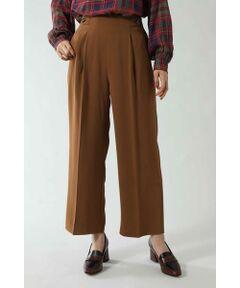 ラグジュアルな装いが女性らしさを強調してくれるパンツ<br/>・センタープレスの入ったタックパンツ<br/>・すっきりとしたシルエット<br/>・ウエストのボタンがポイント<br/><br/><br/>【スタッフレビュー】<br/>洗練されたセミワイドシルエットのパンツ。センタープレスの入ったストレートシルエットが足のラインを美しく見せ、すっきりとハンサムなスタイリングに。さらりとやや高めに設計したすっきりシルエットが引き立つインスタイルが◎。同素材のトップス(6009210013)とセットアップで着るコーディネートもおススメです。