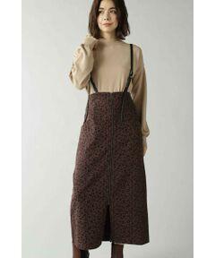 シンプルながらも洗練された綺麗なシルエットが女性らしいスカート<br/>・取り外し可能なサスペンダー<br/>・後ろゴム仕様<br/>・アクセントになるフロントのファスナーデザイン<br/><br/><br/>【スタッフレビュー】<br/>取り外しが可能な合成皮革素材のサスペンダー付きスカート。フロントのファスナーがポイントになるデザインは、スリットが入っているので足さばきもしやすくなっています。1枚プラスするだけで女性らしいスタイリングが叶うシルエットに、両サイドについたポケットがアクセントに効いています。トレンドのレオパード柄とミリタリーなカーキカラーの2色展開です。
