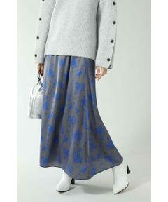 オリジナルプリントを使用したナロースカート<br/>・大柄のフラワープリント<br/>・ナローシルエット<br/>・ウエストのファスナー開閉<br/><br/><br/>【スタッフレビュー】<br/>ナローシルエットで裾に向かってフレアに広がったロングスカート。大柄なプリントに鮮やかなブルーやホワイトのフラワーをプリントしたインパクトのあるデザインです。ニットやアウターで重くなる秋冬シーズン、コーディネートにヌケ感をプラスしてくれる軽めの素材感が◎。フェミニンになりがちなフラワープリントも、モノトーンでまとめたりワンピースの中から除かせたりと、工夫次第でクールなスタイリングも楽しめる万能アイテムです。