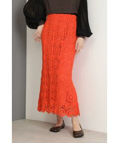 レーシーで女性らしいスカート<br/>・ウエストゴム仕様<br/>・かぎ針のレースデザイン<br/>・安心の裏地付き<br/><br/><br/>【スタッフレビュー】<br/>レース刺繍が大人のフェミニンな華やぎを演出するロングスカート。甘さをセーブした女性らしいルックスに。大ぶりなアクセサリーを合わせたコーディネートや、大人っぽいサンダルやカゴバッグ等で軽やかに見せた着こなしもおすすめです。