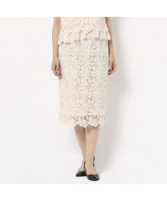 【水洗いOK】</font><br>【セットアップ対応】<b>リーフ柄のケミカルレースが大人なタイトスカート<br></font></b>裏地との重なりでリーフの陰影が浮かび上がる表情豊かなタイトスカート。<br>すっきりとしたタイトなシルエットとひざ丈でオフィス着にも活躍します。<br>華やかな印象のスカートはシンプルなトップスと合わせてもエレガントで女性らしい雰囲気に。<br>甘くなりがちなレースアイテムを大人な雰囲気で着ていただけるデザインです。<br>ウエストは履き心地がよく、見た目も美しいゴムインベル仕様。<br>トップスをインしても楽にきれいな着こなしができるのもポイントです。<br>グラグランテープに見えるオールゴム仕様でストレスフリーな履き心地です。<br>後中心ファスナー開き。<br>オフホワイト、レッド、ダークブルーの全3色。<br>※ブランド品番51031-906でセットアップで着られるプルオーバーを展開中<br><br><br><b>商品特性</b><br>生地感: 普通<br>伸縮性: なし<br>透け感: なし<br>裏地: 総裏<br>洗濯: 水洗い可(取扱いについては、商品についている洗濯表示をご確認ください)<br><br><font color='#ff3366'><b><br>Rose Tiara Brand Concept</b></font><br>甘さが程よく香る上質感と<br>フェミニンなやさしさが漂うシルエット<br>まとうだけで大人の透明感が光る<br>甘くなりすぎないキュートなワードローブ<br><br><br>素材選びからデザイン、パターンまで一貫して行い、美しいシルエットを追求<br>ただ小さくしたのではなく、ただ大きくしただけではないモノづくりを行っています<br>36・38・40号と42・46・50号ではデザインは変えず<br>着心地感や全体のバランス、シルエットの美しさを考慮し、仕様を変えています<br>そのため商品画像とは若干異なる場合がございますのでご了承ください<br><br><br>*撮影環境により光の当たり具合で色味が違って見える場合があります。<br>*商品画像はサンプルのため、色味やサイズ、プリントの位置、仕様などに変更がある場合があります。<br>*取扱いの注意については取扱い表示をご確認の上、着用をお願いします。<BR>
