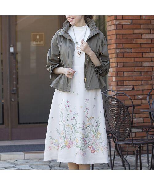 Rose Tiara / ローズティアラ ミニ・ひざ丈スカート | 線刺繍フレアスカート(ベージュ)