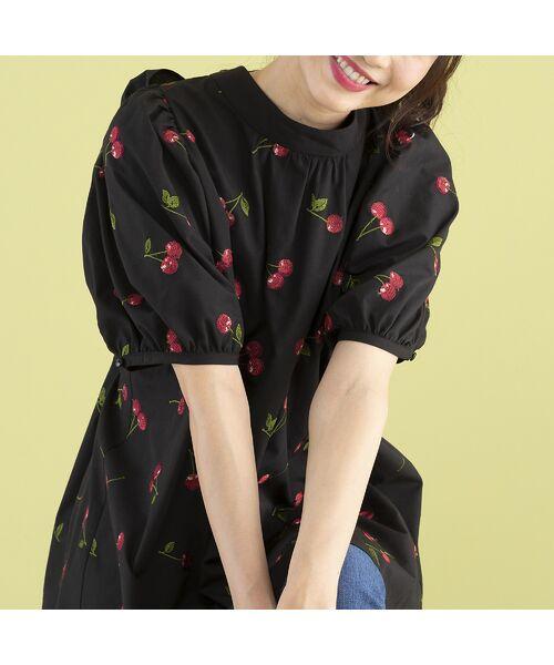 Rose Tiara / ローズティアラ シャツ・ブラウス | パワーショルダーチェリー刺繍ブラウス(ブラック)