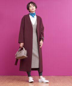 上質な素材を使ったロング丈のコート。<br>グレージュやチョコといった、今年らしくも品のあるカラーが目を引く一着。<br>長めの着丈がより旬な印象を作ってくれます。<br>ノーカラーなのでトレンドのハイネックトップスとも相性抜群。<br>展示会でのスタッフ人気も高かった自信のコートです。<br>model:H166 B80 W59 H86 着用サイズ:38<BR>