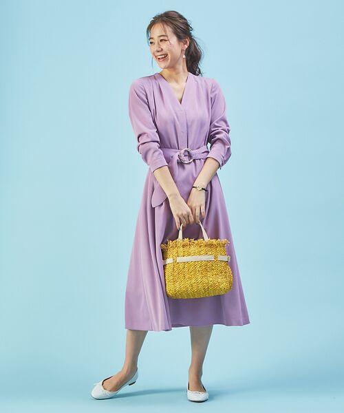 デコルテがすっきりしたネックラインで女性らしさUP。春まで着られるワンピースをご紹介。