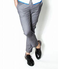 コンフォートな履き心地が魅力のトラウザーパンツ。<BR> 軽く薄手の上質な生地を使用し、春夏シーズンにぴったりの着心地と涼しげな仕上がりが実現しています。<BR> 落ち着いたカラートーンと細身のシルエットで都会的&スタイリッシュな印象ながら、白糸のバータック(かんぬき止め)がカジュアルさをプラスしています。<BR>トップスを選ばない着回しの利きの良さはヘビーユース必須の優秀アイテム。<BR>シンプルだからこそ、シルエットからディテールまで拘ったAKMらしい至高のクオリティーが実現しています。<BR><BR><b>AKM エイケイエム</b><br><BR>最高の贅沢を知る男の「至高のリアルクローズ」<BR>目指すのは国内ラグジュアリーウエアのパイオニア。<BR>妥協することなく厳選された素材と美しさを追求した独自のシルエットパターンが作り出す作品の数々は、知性漂う魅惑の香りと暇を楽しむ艶のある男に華を咲かせる。<BR>着て初めてわかるその力強さと存在感、美しさ、上質感から多くのファッショニスタや著名人から圧倒的な支持を受けている。<br><BR>※この商品は株式会社AKM監修の元で生産販売[製造販売]されたコンテンポラリーラインになります。<br><br>※サンプルにて撮影しておりますため、実際の商品と仕様、加工、サイズが若干異なる場合がございます。<BR><BR>MODEL:H185 C94 W74 H90 着用サイズ:M