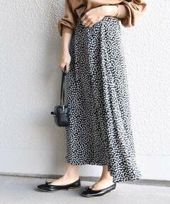 <font color=#04B4AE>注目のレオパード柄スカートのご紹介!!</font><br>ラップデザインが可愛らしく、コーディネートのアクセントになる一枚。<br>ウエストには2つ釦がついており、調節可能が嬉しいポイントです。<br>分量感たっぷりの動きのある女性らしいシルエットが魅力のアイテムです◎<br><br>ブラウスのご用意もございます。<br>品番:311-10-0483<br><br><br>※洗濯:手洗い可能<br>※末永く愛用頂く為に、アテンションタグ・洗濯ネームを必ずご確認の上、着用又はお取り扱い下さい。<br><br>※画像の商品はサンプルです。 実際の商品と仕様、加工、サイズが若干異なる場合がございます。<br>※屋外での撮影画像は、光の当たり具合で色味が異なって見える場合があります。商品の色味は、スタジオでの詳細画像をご参照ください。