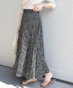 <font color=#db7093>大人気レオパードスカートの新作登場!!</font><br><br>ラップデザインが可愛らしく、コーディネートのアクセントになる一枚。<br>ウエストには2つ釦がついており、調節可能なのも嬉しいポイントです。<br>分量感たっぷりの動きがある女性らしいシルエットが魅力のアイテム。<br><br>細かなレオパード柄が派手になりすぎず、可愛らしさがあるのもポイントです♪<br><br><br>※末永く愛用頂く為に、アテンションタグ・洗濯ネームを必ずご確認の上、着用又はお取り扱い下さい。<br><br><br><br><font color=RED>※画像の商品はサンプルです。 </b></font><br>実際の商品と仕様、加工、サイズが若干異なる場合がございます。<br><br><br>※屋外での撮影画像は、光の当たり具合で色味が異なって見える場合があります。商品の色味は、スタジオでの詳細画像をご参照ください。<br>