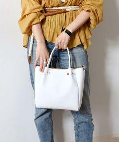 【Carol J】よりトートバッグのご紹介。<br>程良い大きさのトートバッグ。シンプルですがメッシュデザインがポイントになった1点。<br>ON OFF兼用していただけるアイテムです◎<br><br>【Carol J】創業約25年の老舗BAGブランド。デザインとこだわった素材を使用。一点一点重点を置いて作り上げられた上質なバッグは定番としても愛用できるアイテムとして継続的に注目を得ています。<br><br><br>※素材の特性上、若干の色ムラ、擦れが見られる場合がございますが、予めご了承下さい。<br>※雨や汗に濡れた状態での摩擦により、色落ちする恐れがございますのでご注意下さい。<br>※末永く愛用頂く為に、アテンションタグ・洗濯ネームを必ずご確認の上、着用又はお取り扱い下さい。
