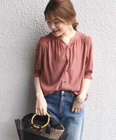 人気のブラウスがショートスリーブで登場♪<br><br>袖と胸元にほどこされたギャザーが女性らしいブラウスです。<br>前後2WAYでお使いいただけるデザインで、気分によって使い分けできる優れもの。<br>デニムなどのカジュアルアイテムにはもちろん、<br>スカート合わせでオフィスコーデにもおすすめの一着です。<br><br><br>※末永く愛用頂く為に、アテンションタグ・洗濯ネームを必ずご確認の上、着用又はお取り扱い下さい。<br>