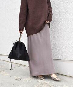 人気のマーメイドスカート。<br>やわらかな動きが出るピーチサテン生地を使用した、女性らしい上品な一着。<br>ヒップに程よいゆとりを持たせ、体のラインが出にくいのがポイント。<br>またペッタリ見えない様、立体的にパターン展開し自然なフレアが裾にでるように仕上げました。<br>トレンド感がありつつも、鮮度のあるコーディネートに仕上げてくれるアイテムです。<br><br><br>※末永く愛用頂く為に、アテンションタグを必ずご確認の上、着用又はお取り扱い下さい。<br><br><br><br><br><font color=RED>※画像の商品はサンプルです。 </b></font><br>実際の商品と仕様、加工、サイズが若干異なる場合がございます。<br><br><br>※屋外での撮影画像は、光の当たり具合で色味が異なって見える場合があります。商品の色味は、スタジオでの詳細画像をご参照ください。<br><br>