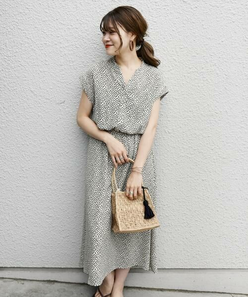 SHIPS for women / シップスウィメン ミニ丈・ひざ丈ワンピース | 《予約》フラワープリントショートスリーブVネックワンピース◆(オフホワイト)